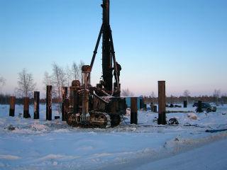 Погружение свай-оболочек в гидротехническом и промышленном строительстве