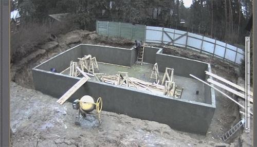 Заливка фундаментной плиты бетоном