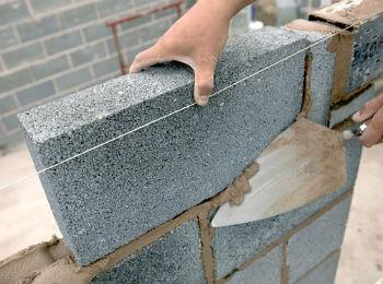 Монтаж стен из керамзитобетонных блоков
