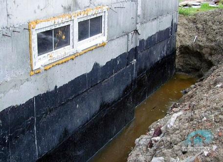 Цокольный этаж изолированный мастикой