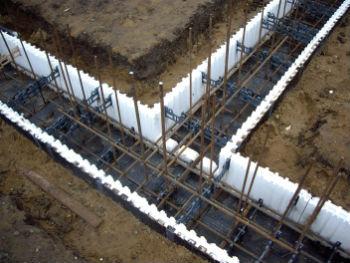 Пример армирования фундаментных стен внутри несъемной опалубки