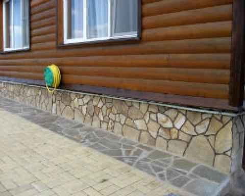 Как правильно отделать фундамент дома под камень?