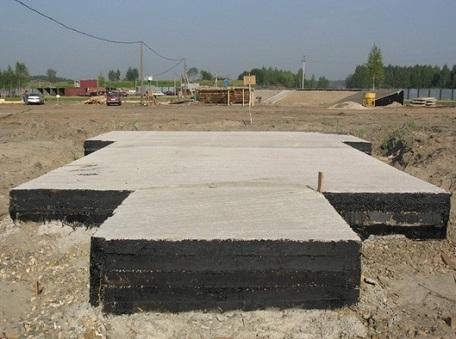 Готовый плиточный фундамент под дом
