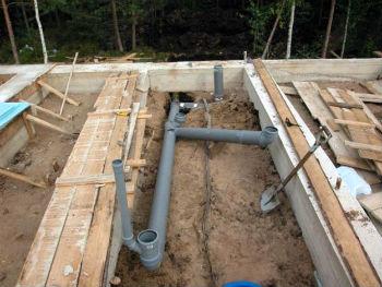 Прокладка канализации на этапе строительства