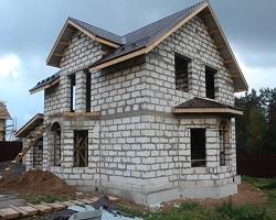 Дом из газобетона на ленточном фундаменте