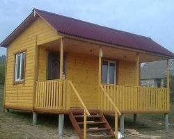 Готовый каркасный дом на сваях