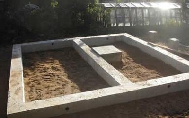 Ленточный фундамент под дом и плитный для печи
