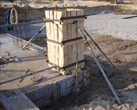Какими бывают опалубки под колонны и как их правильно монтировать?