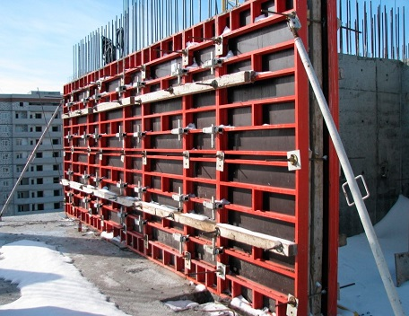 Применение стеновой опалубки при строительстве многоэтажного дома