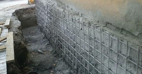 Процесс укрепления бетонного фундамента