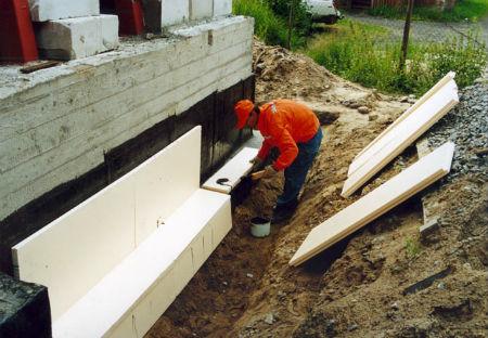 Утелпение и гидроизоляция бетонных конструкций фундамента
