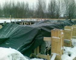 Законсервированный на зиму фундамент